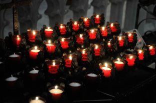 800px-Votive-candles